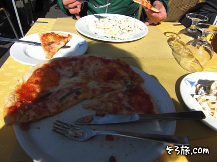 昼ごはんのピザ
