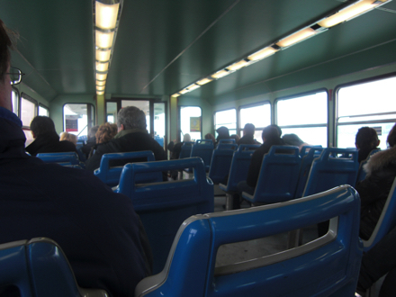 水上バスの座席