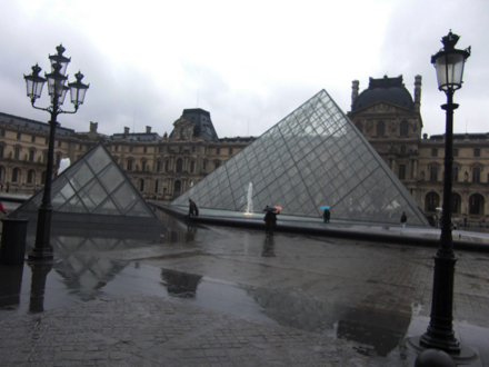 ルーブル美術館 ピラミッド