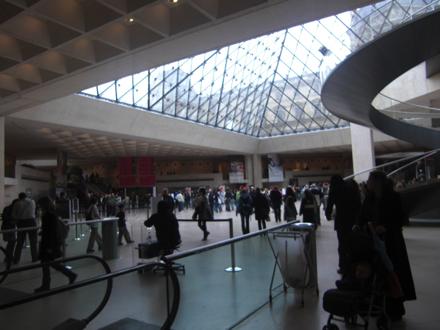 ルーブル美術館 ピラミッド内部