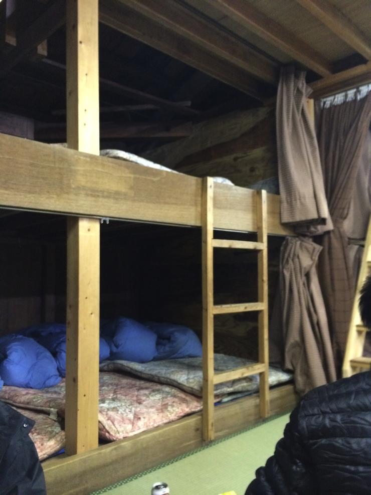 山小屋の寝床