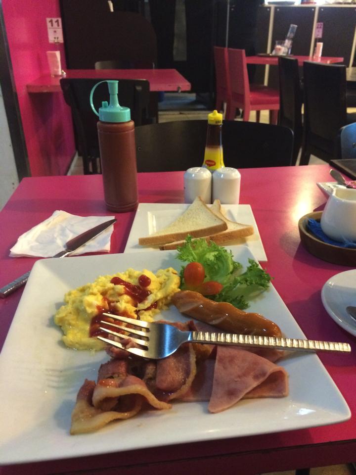 スワンアナプーム国際空港で朝ごはん