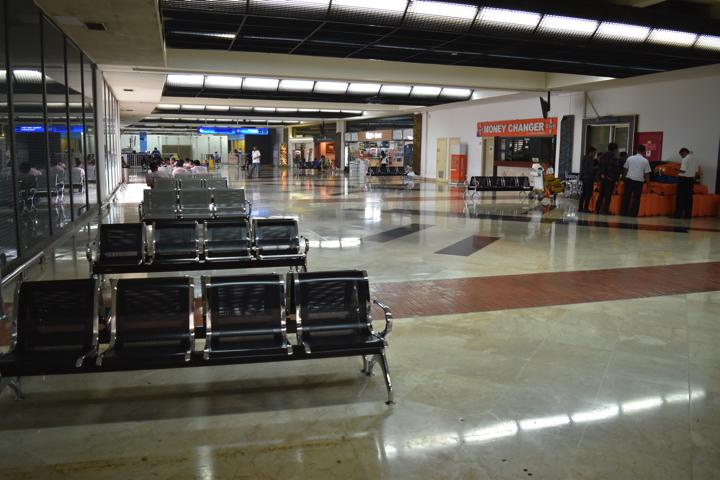 スカルノハッタ空港到着ロビー