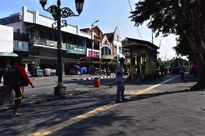 マリオボロ通りのトランスジョグジャの駅