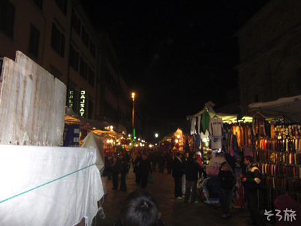 夜のフィレンツェ中心広場