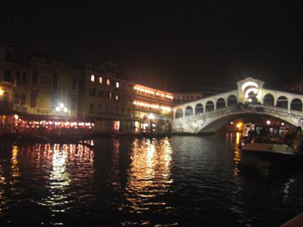 水上バスから見た夜景