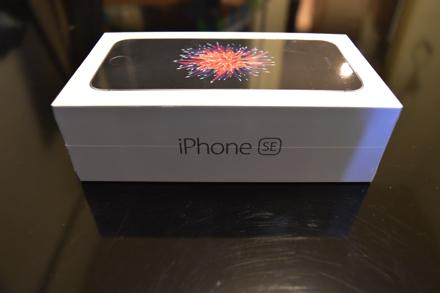 iPhoneSEの箱