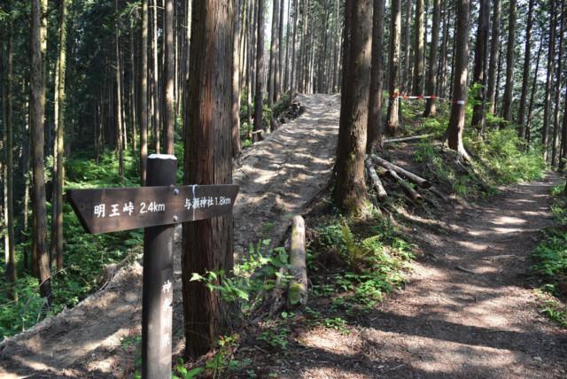 与瀬神社までの標識