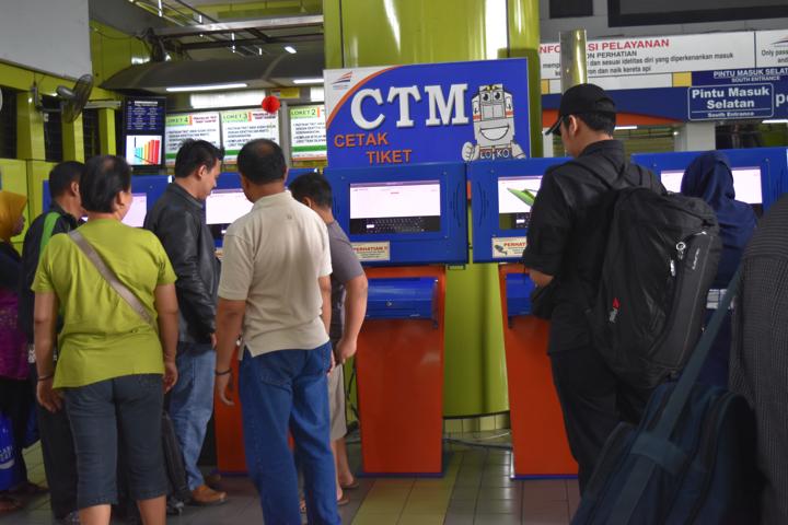 ジャカルタ・ガンビル駅チケット発券機