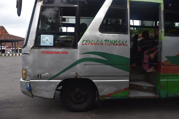 ボロブドゥール行バス
